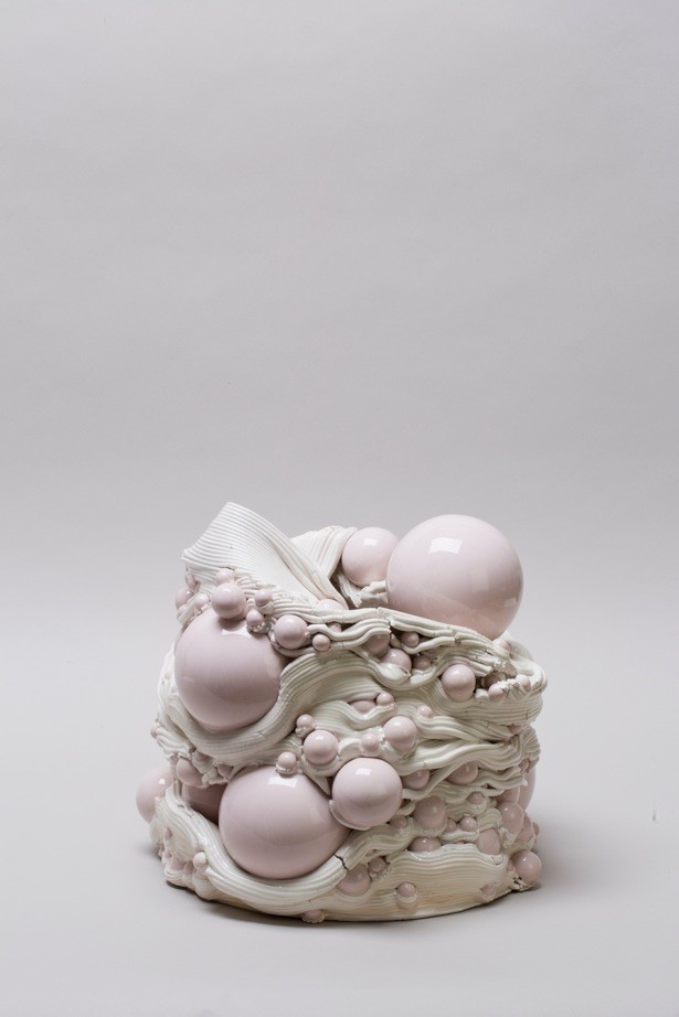 Andrea Salvatori, in collaborazione con WASP, Composizione 40100#01 ( Mesto con Elegia), ceramica, 2019, h 32 34 x 34 cm