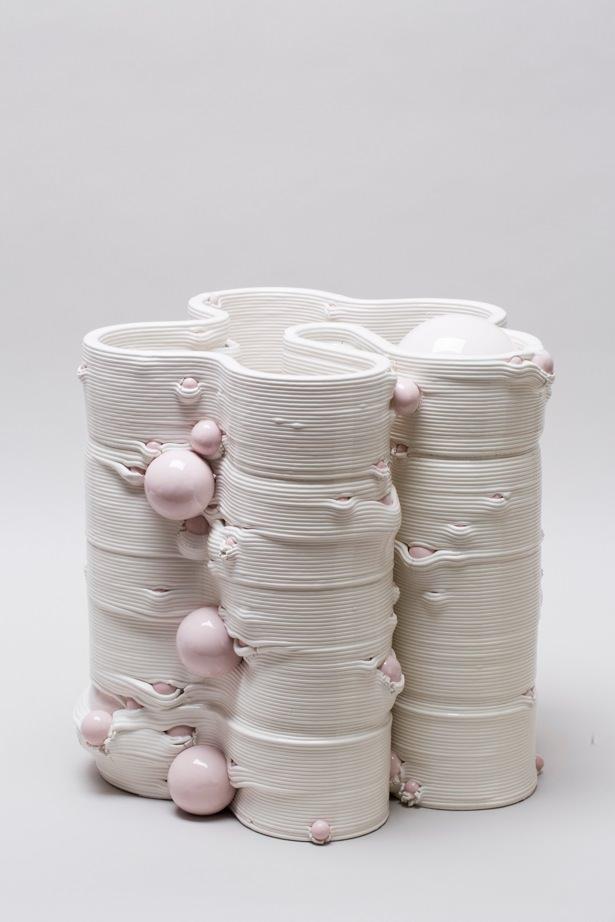 Andrea Salvatori, in collaborazione con WASP, Composizione 40100#08 ( Sarabanda ), ceramica, 2019, h 38 40 x 40 cm