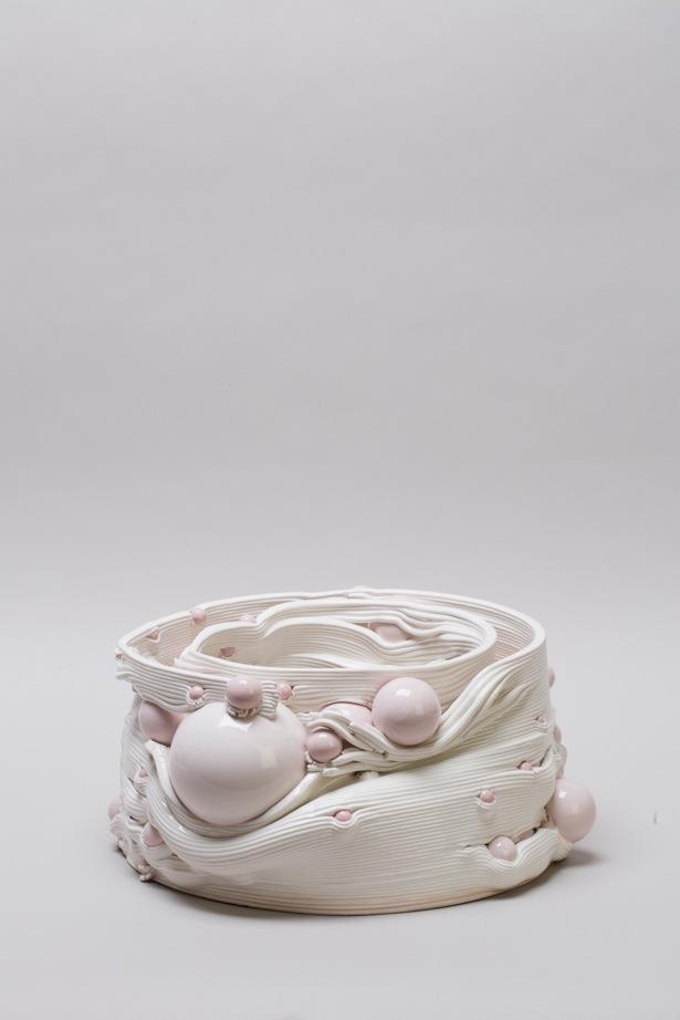 Andrea Salvatori, in collaborazione con WASP, Composizione 40100#04 ( Discanto ), ceramica, 2019, h 20 42 x 42 cm