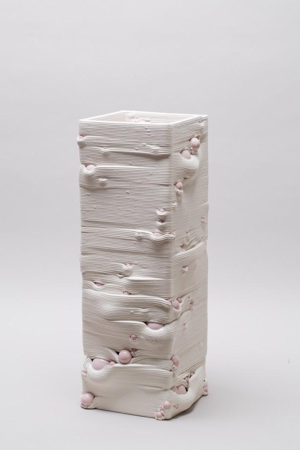 Andrea Salvatori, in collaborazione con WASP, Composizione 40100#06 ( Dorico ), ceramica, 2019, h 60 25 x 25 cm