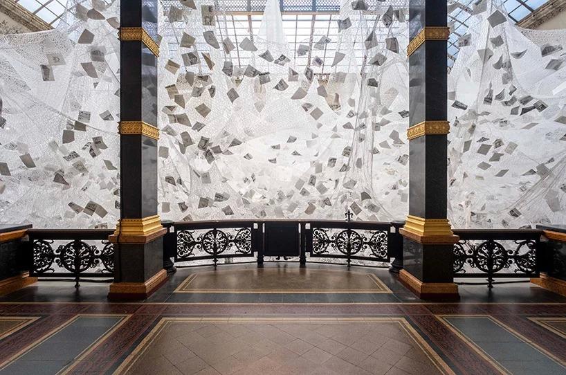Chiharu Shiota, Beyond Memory, Gropius Bau. Image by Mathias Völzke, courtesy of die künstlerin & VG bild-kunst, bonn 2019