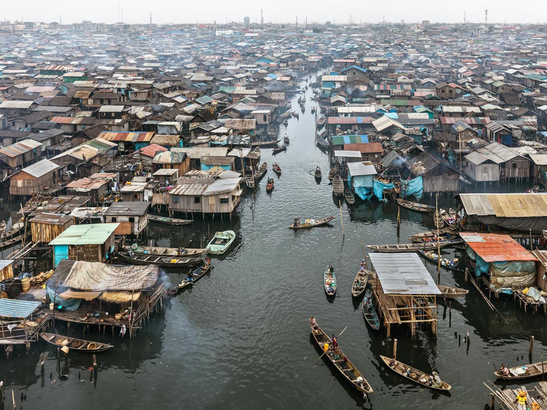 Edward Burtynsky, Makoko #2, Lagos, Nigeria 2016. photo © Edward Burtynsky, courtesy Admira Photography, Milan / Nicholas Metivier Gallery, Toronto