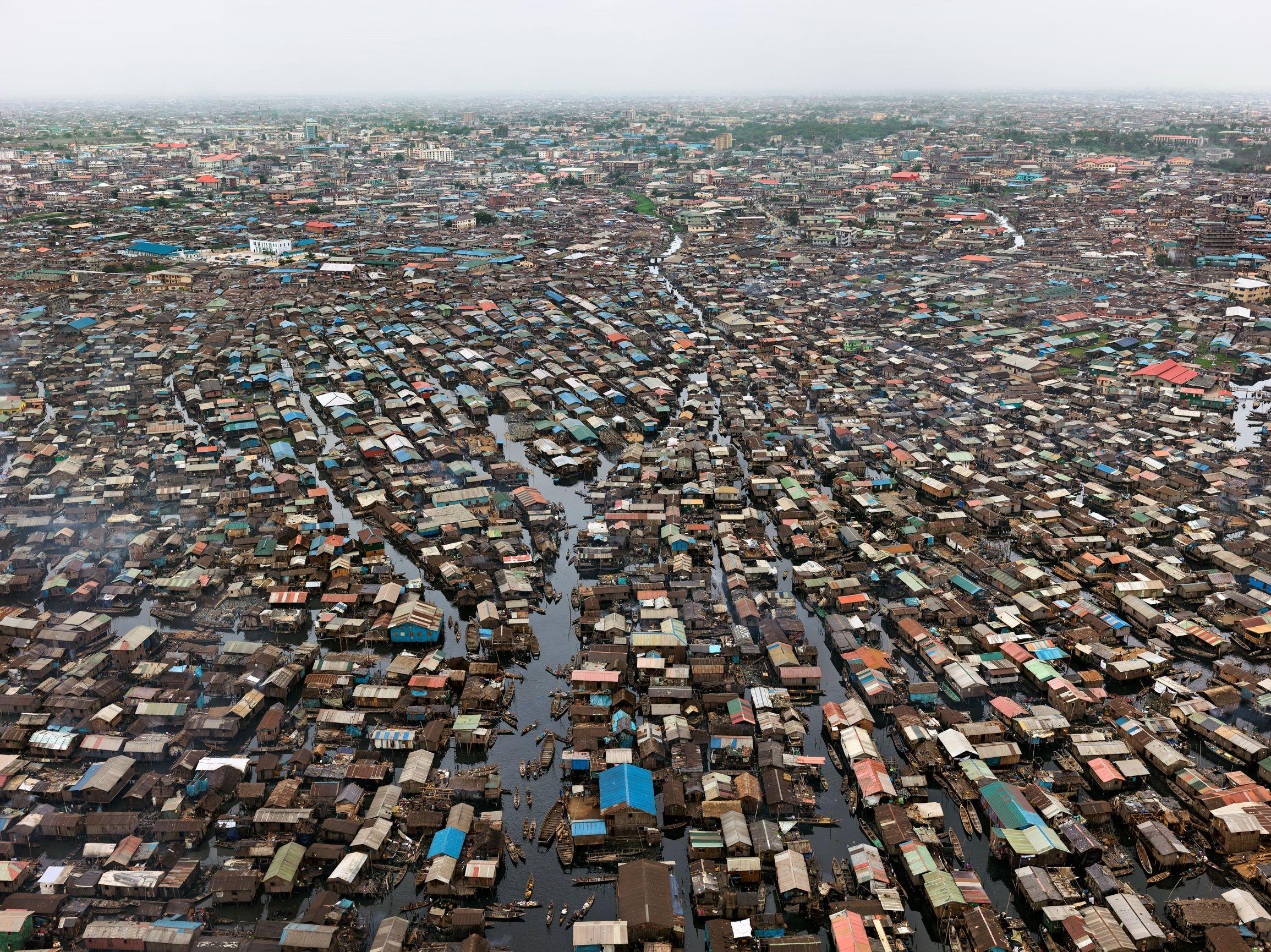 la baraccopoli di Makoko alla periferia di Lagos in Nigeria. image: Burtynsky