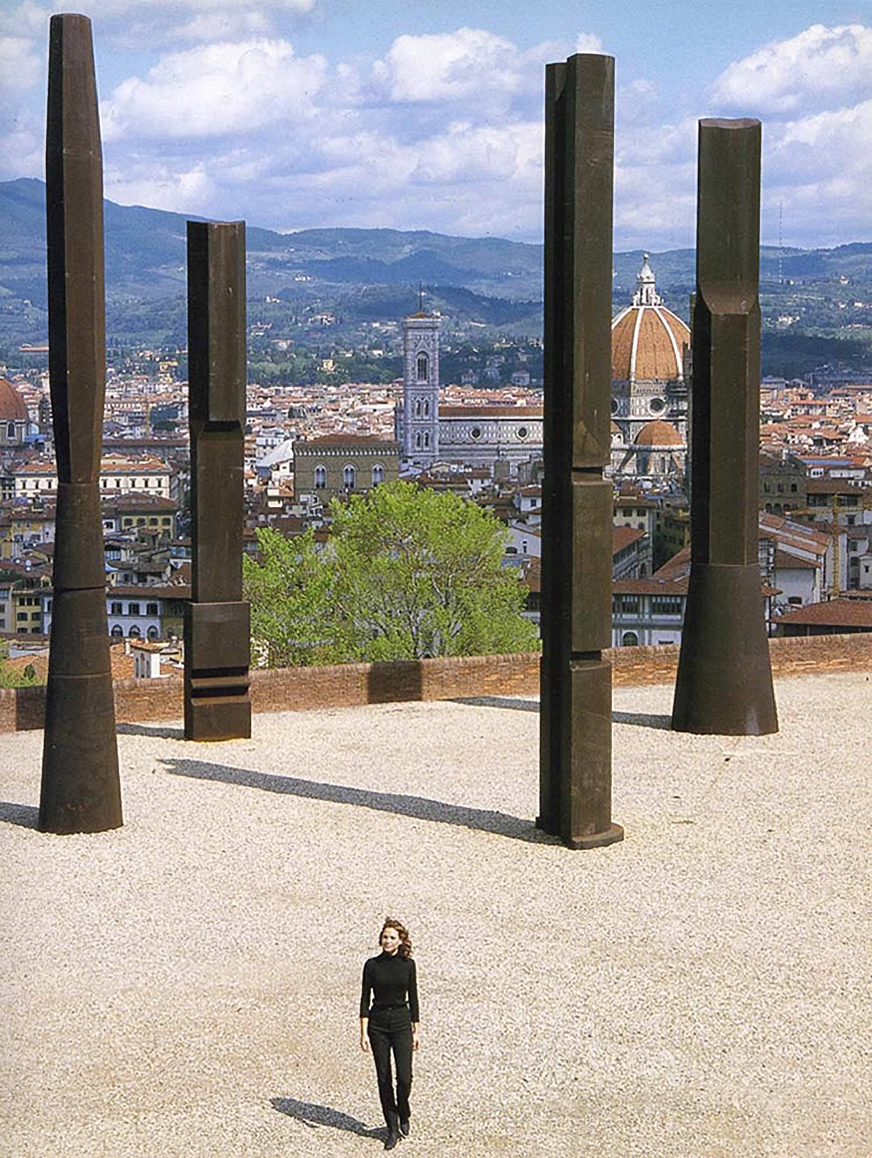 Beverly Pepper, THE TODI COLUMNS, 2018, ferro h 12 metri.