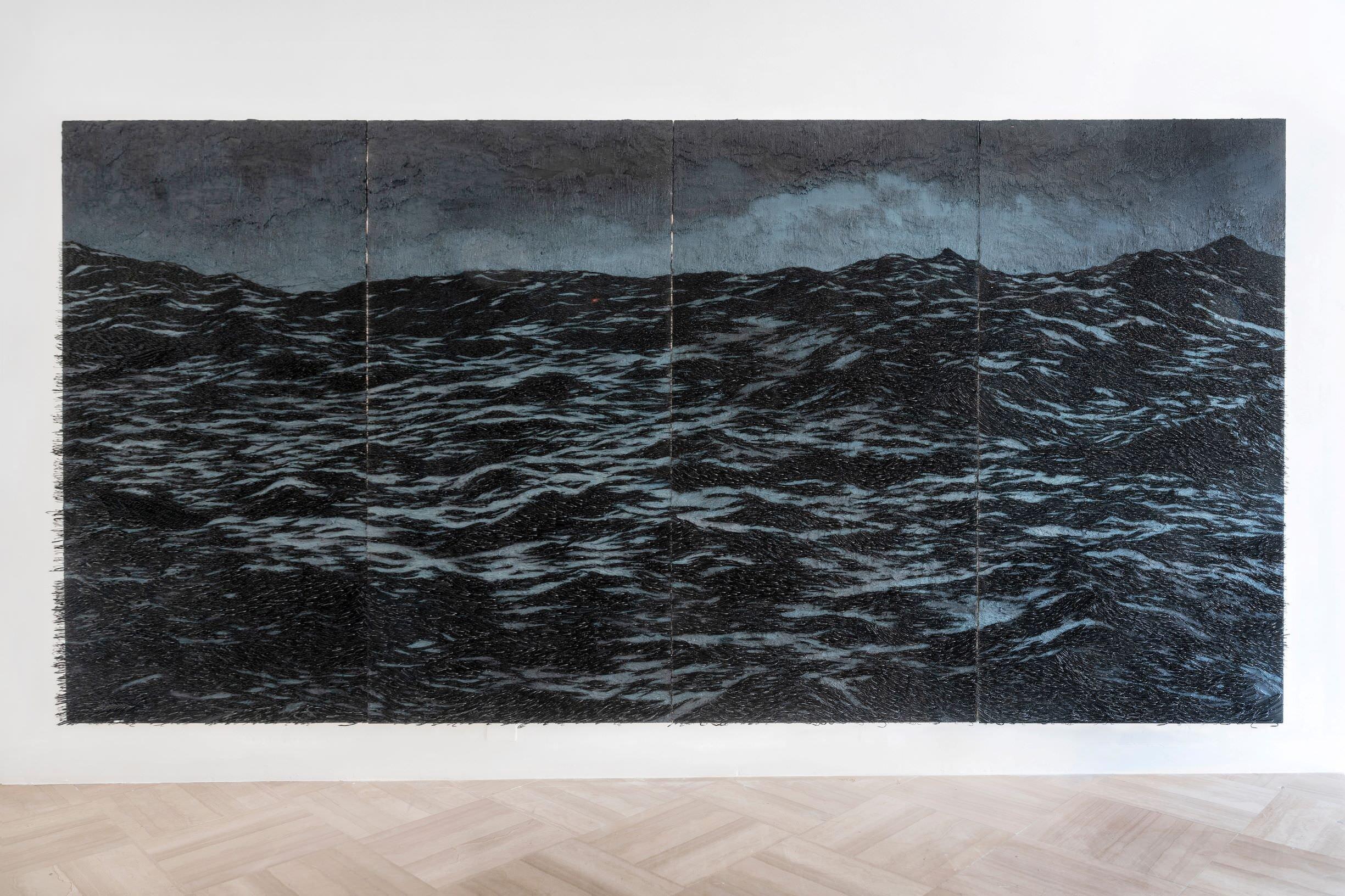 Yoan Capote l'artista che dipinge le onde del mare inchiodando migliaia di ami da pesca