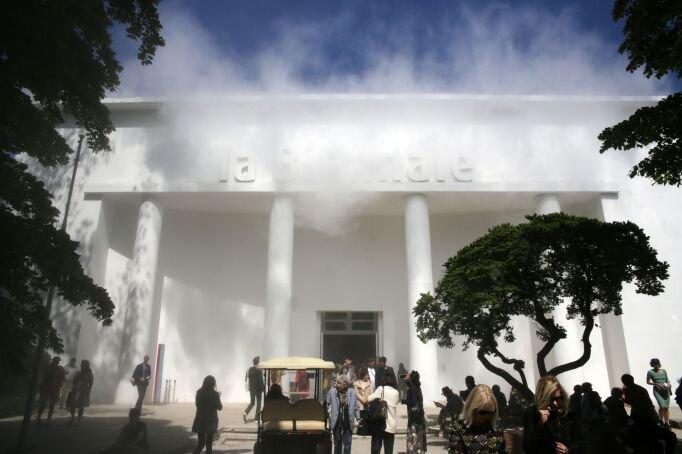 Il Covid fa slittare la Biennale i Venezia al 2022