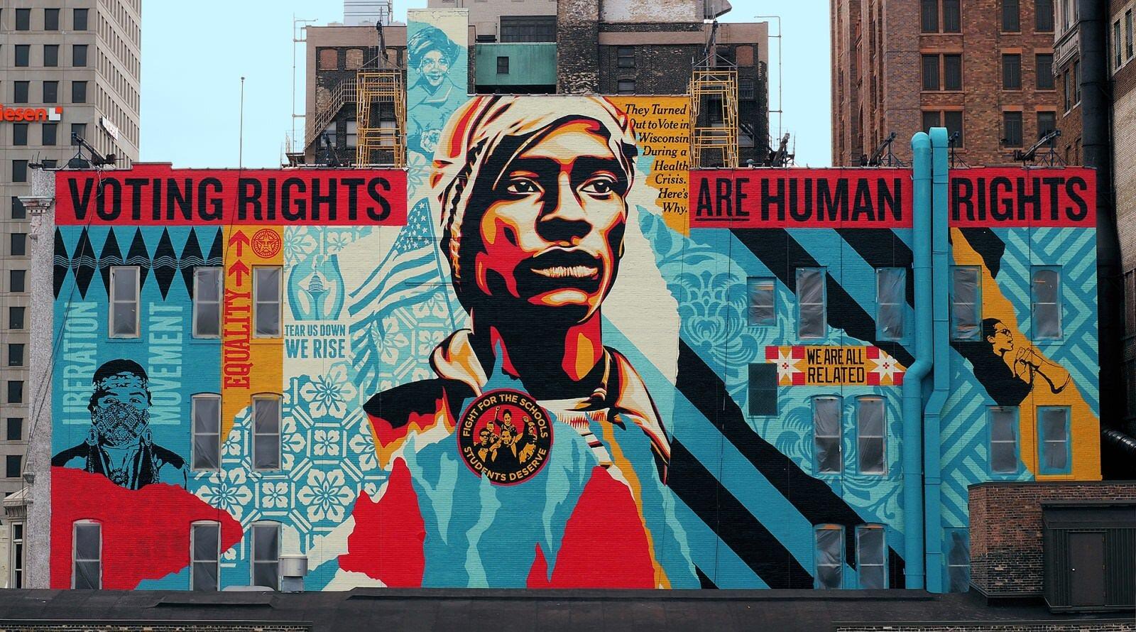 Shepard Fairey realizza un murale di 700 metri quadri nel cuore di Milwaukee