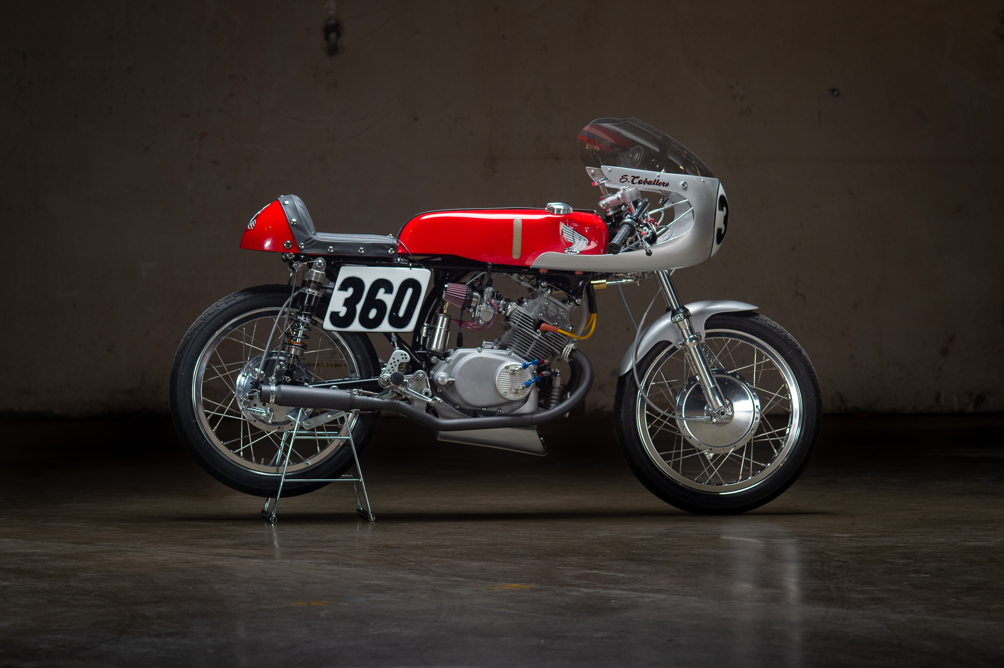 The Michael Lichter photo of the Cabracer360 at Revival Cycles Handbuilt Show, late April 2018. Notice the front fairing tails have been cut down. There are other refinements like a rock shield for the oil cooler, and a tether for the seat release screw.