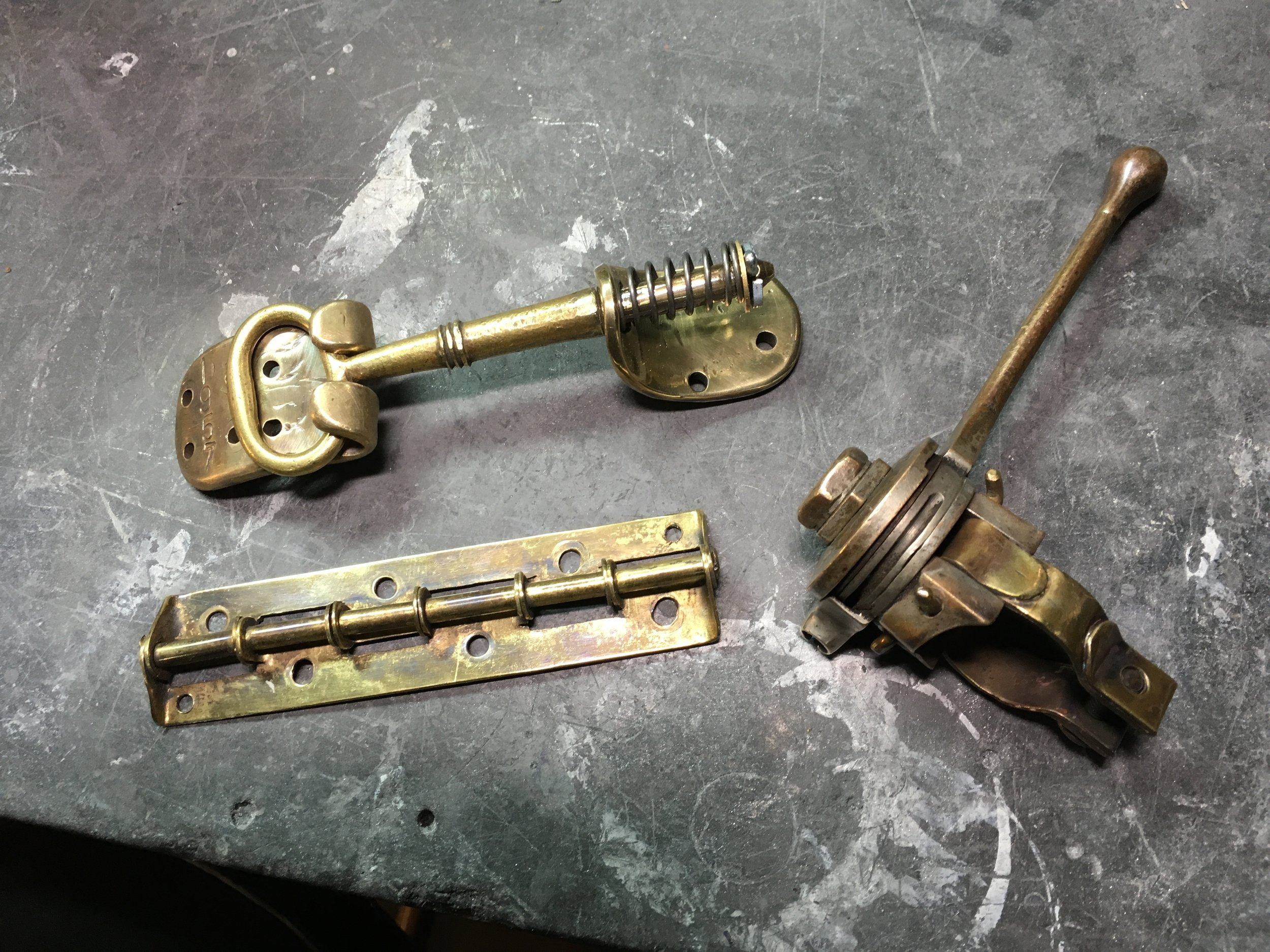 Put some more parts in the finished tray after some patina was applied. The key and top portion of the choke lever have the patina they came with, the rest was made to match. The hinge was made a couple of years ago from sheet brass and tubing.