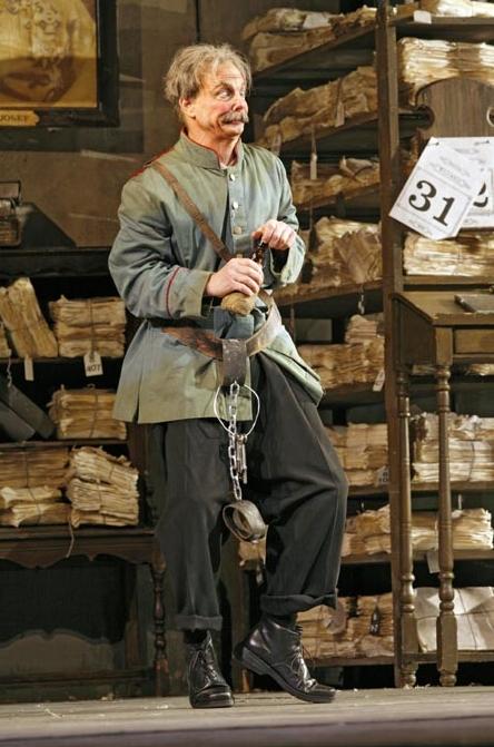 """Bill Irwin as Frosch in J. Strauss' """"Die Fledermaus."""" Photo: Ken Howard/Metropolitan Opera."""