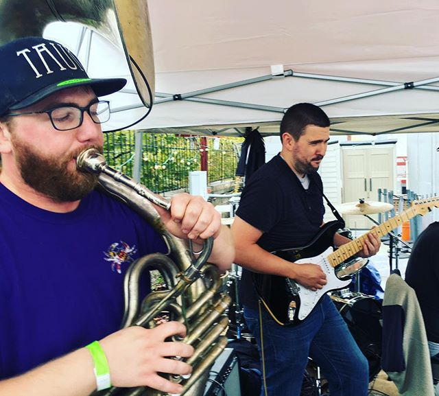 @careitz711 and @jamiefrank3  jamming out! #makeitfunky2016 #soundmakersunion #denizensbrewingco
