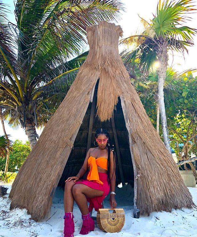 ta bien 💕 •••••••••••••••••••••••••••••••••••••••••••••• #lablogger #lastylist #laphotographer #lamodel #travelnoire #hardlyhome #mytravelcrush #blacktravelfeed #soultravel #cocoatravelersintl #blavitylife #blackgirlstravel #sistersandsuitcases #blackwomentravel #womensstyleblogger #streeststyle #bgki #styleblogger