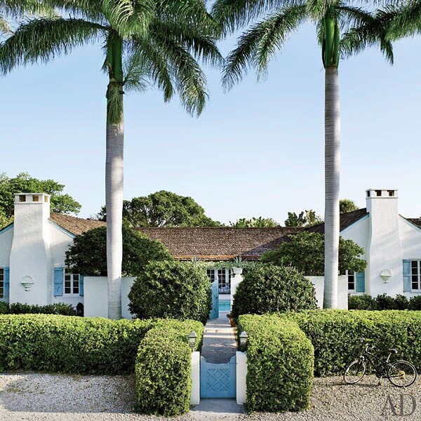 🌴Our kind of beach house 🌴 . . . Designed in 1940  #architecturaldigest #beachhouse #boccagrande #blueandwhite #beachhousestyle #coastalliving #coastalstyle #designinspo