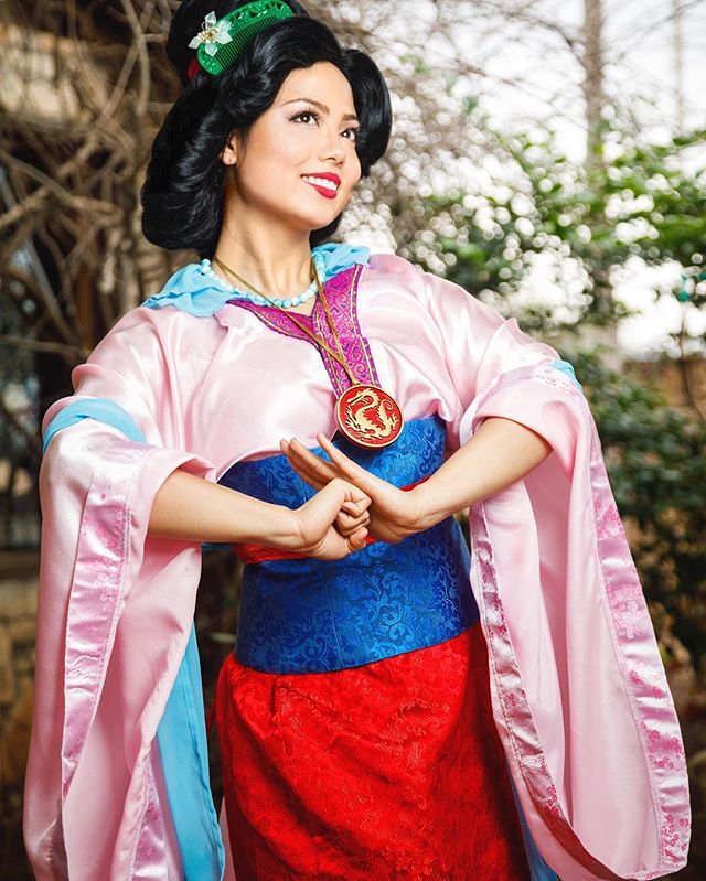 On a scale of 🐷🐷🐷🐷🐷 how excited are you to tackle your New Years goals? #yearofthepig #lunarnewyear #lunarnewyear2019 #chinesenewyear #chinesenewyear2019 #cny #cny2019 #mulan #mulancosplay #facecharacter #disneycosplay #austinprincessparty #princessentertainment #princessparty #partyprincess #princessperformer