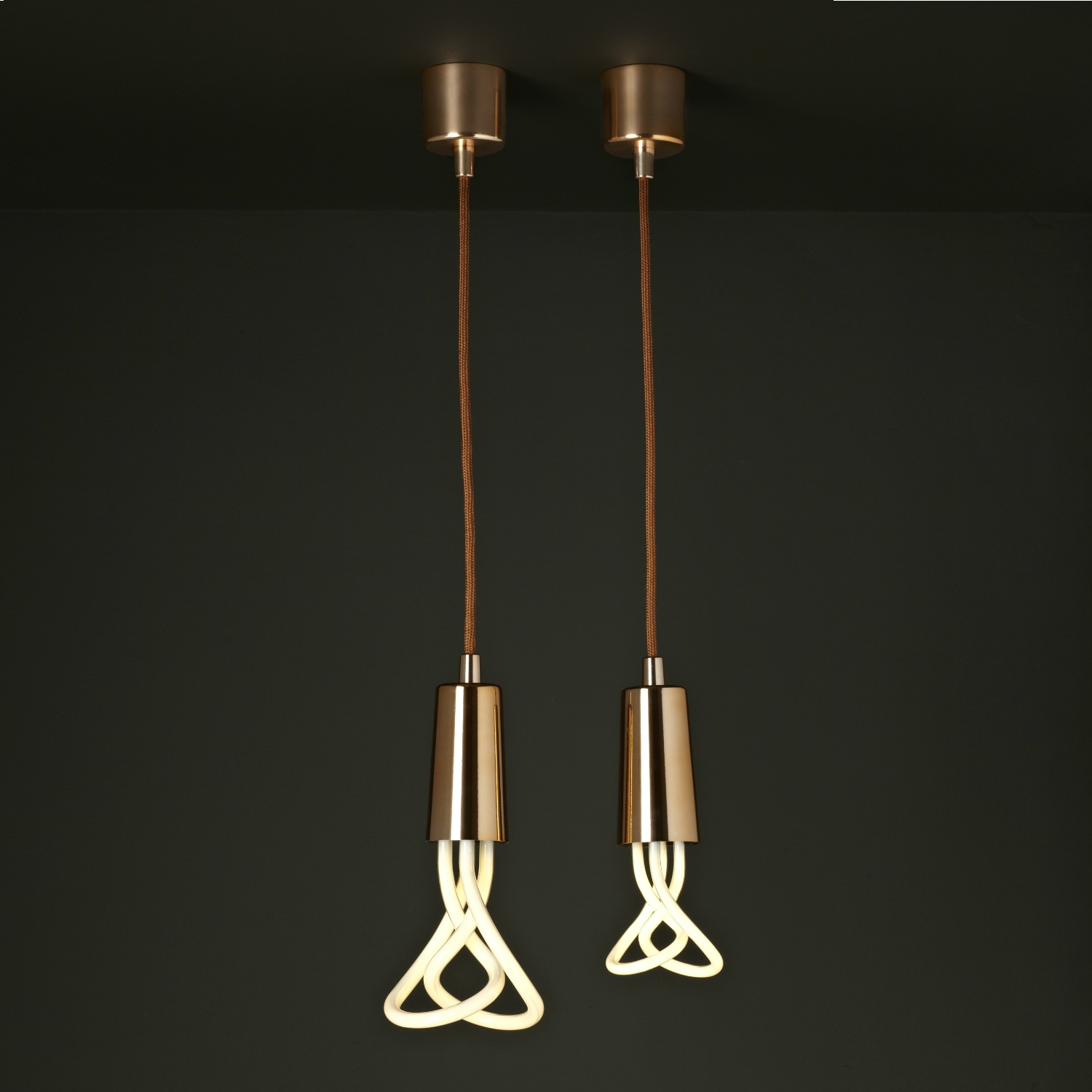 Suspension-Plumen-PLUMEN-Suspension-Cuivre-et-Ampoule-L-9482-230.jpg