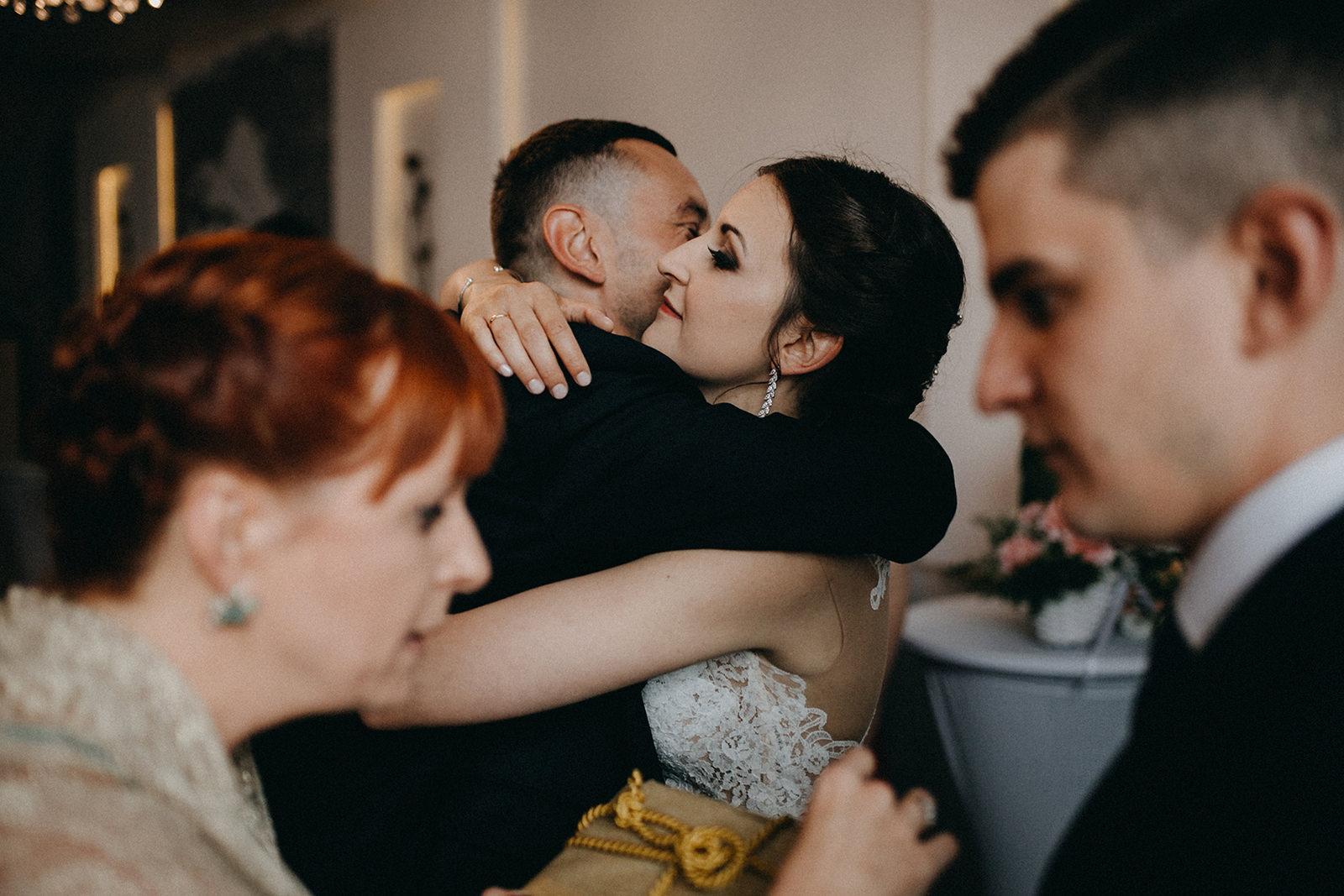 100_opolskie_fotografia_slubna_sala_weselna_dworek_rozany_namyslow.jpg