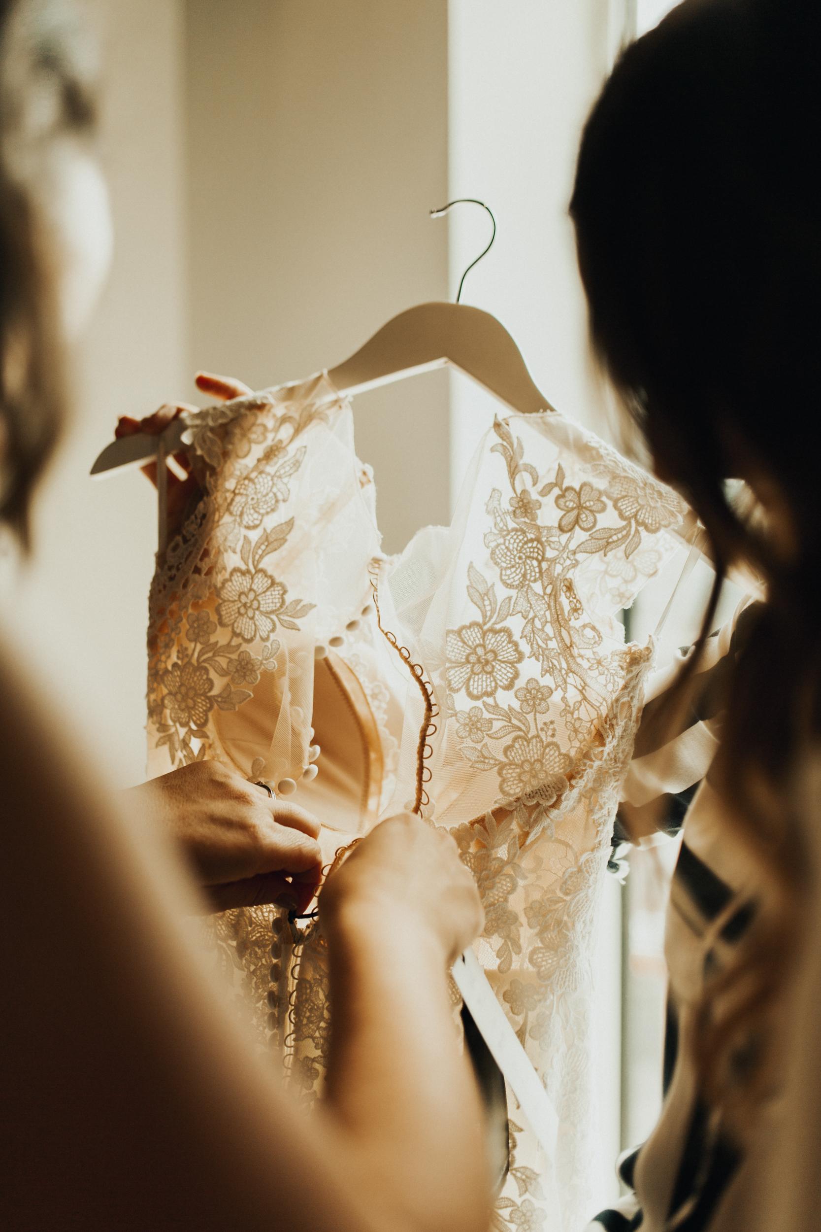 Laura-Benn-The-Asylum-London-The-Ace-Hotel-Wedding-Alternative-Darina-Stoda-Photography-28.jpg
