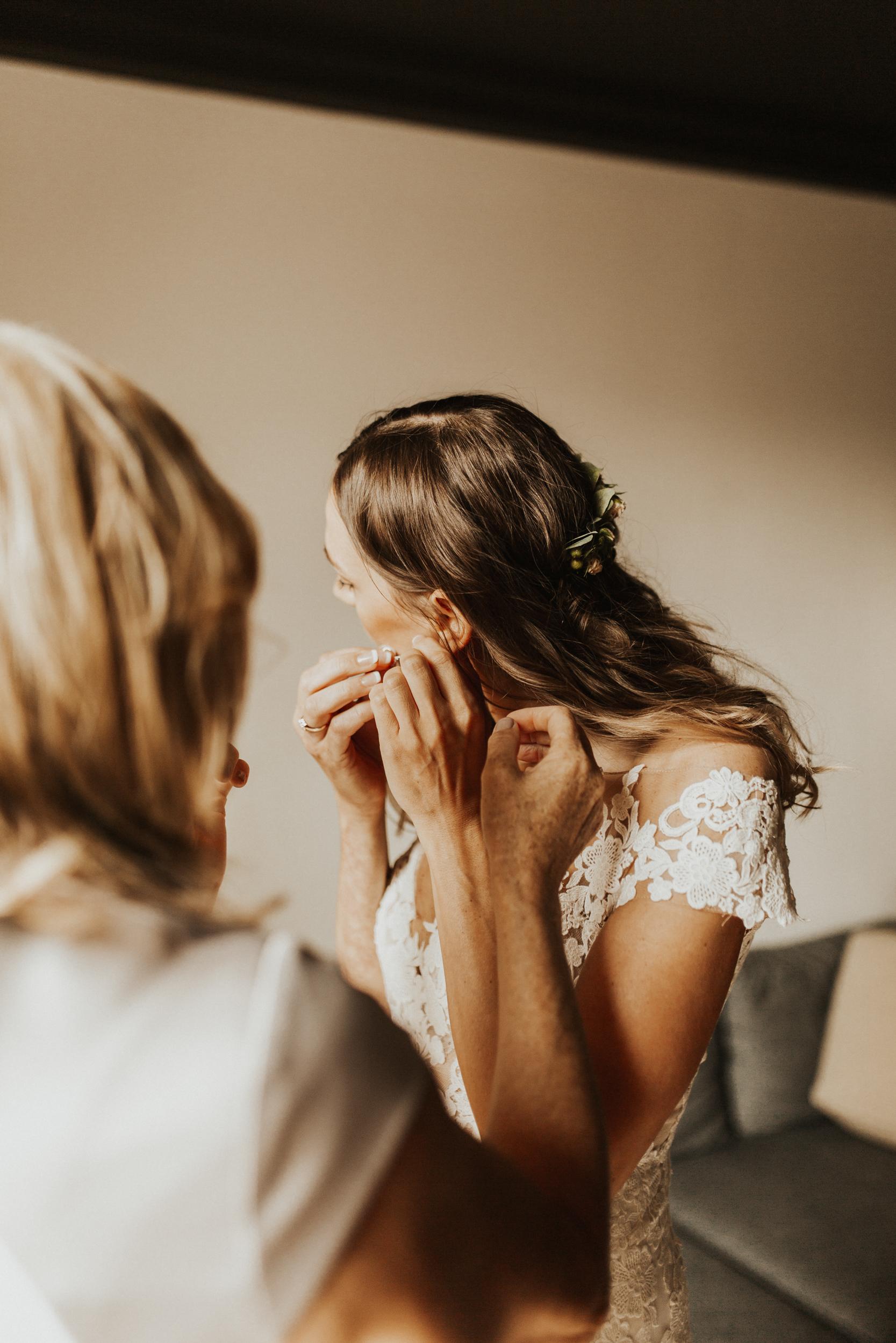 Laura-Benn-The-Asylum-London-The-Ace-Hotel-Wedding-Alternative-Darina-Stoda-Photography-50.jpg