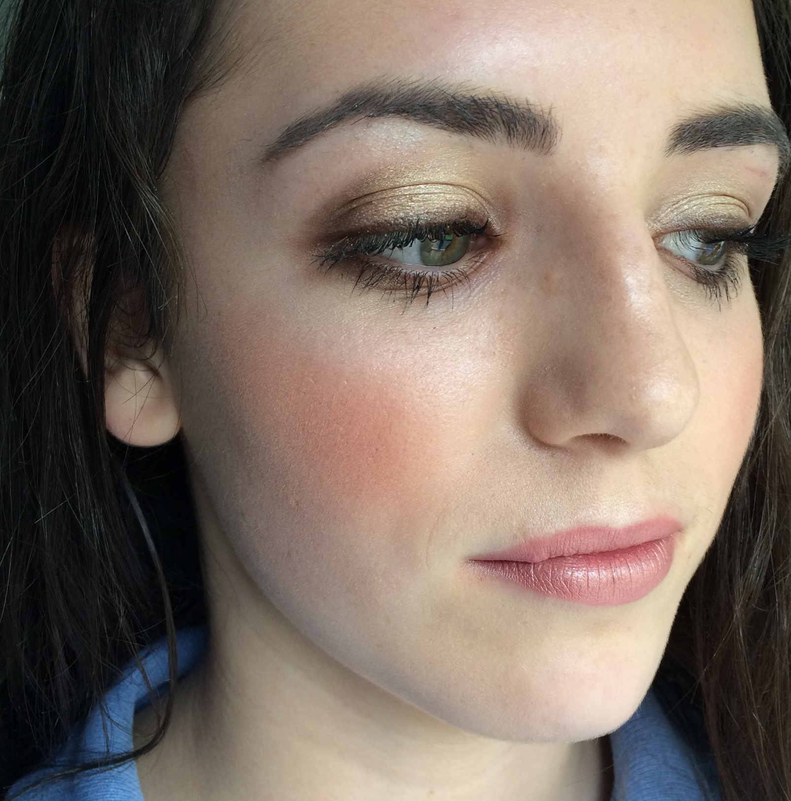 This is a Golden summer look, which could be worn to a prom. The blush used is one of my favourites at the moment, MAC, Warm Soul mineralise blush and the highlight is MAC Lightscapade skin finish and is absolutely stunning.