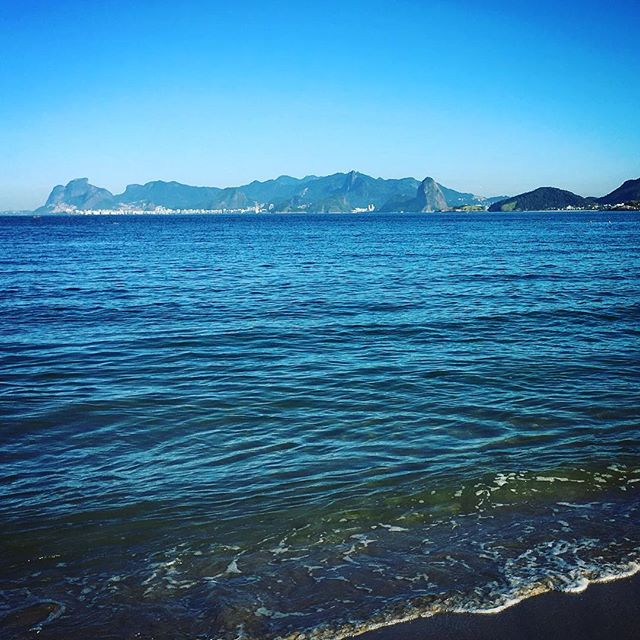 Early morning dive #camboinhas #beach #morning #cleanse #sea #ocean #saltwater #niteroi #friendship  #home #hometown