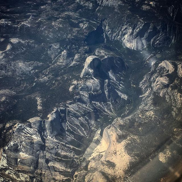 Yesterday I received a gift. For the first time I was awake, with a cloudless day, with phone at hand when we flew right above Yosemite. I looked down at the right time and spotted those rocks I love so dearly. That made my day, a sight I'll never forget. #yosemite #fromabove #fromtheairplane #airphoto #halfdome #nationalparks #california