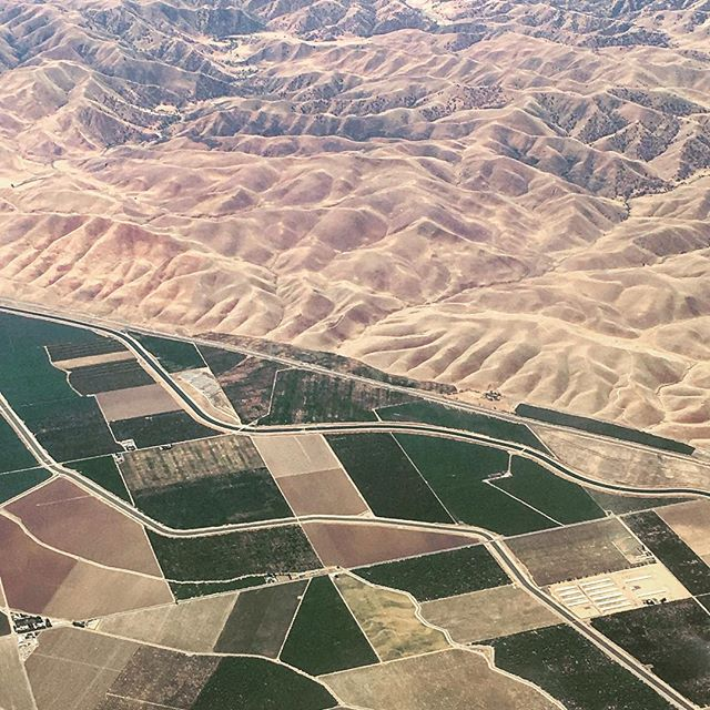 Contrasts #fromabove #fromtheair #airplanewindow #landscape #ground #textures #usa #land