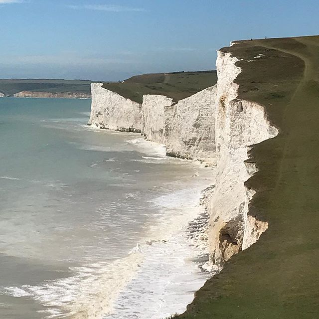 Seven Sisters : stunning coastal hike day trip from London : @turnwild #expeditiontraining #escapelondon #escapeoffice #daytrips #getfit #getout #lovenature #enjoythemountain