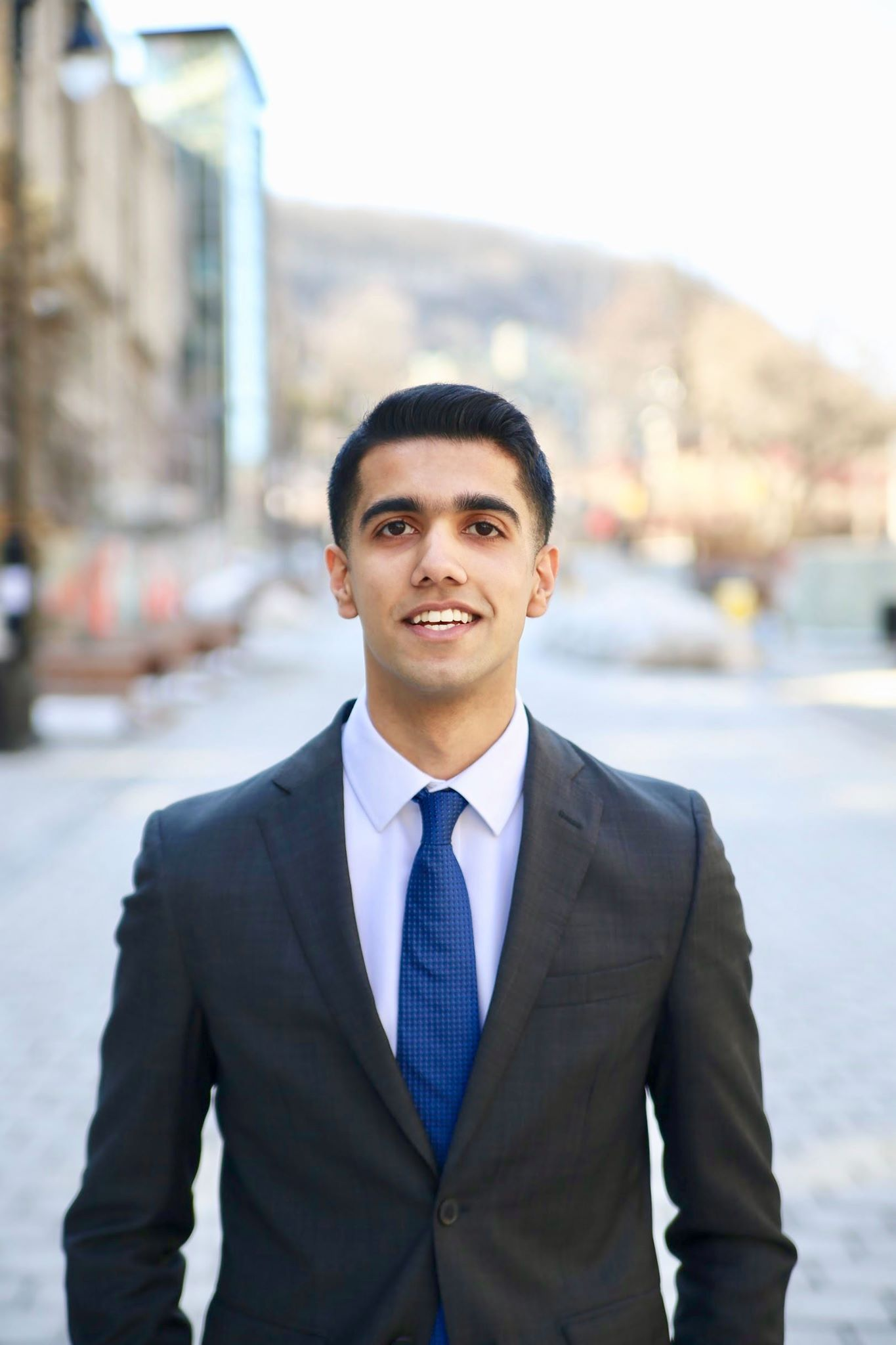 Hashaam Nadeem - Junior VP ExternalHonours Investment Management/U2BiographyBorn and raised in Pakistan. Hashaam is a second-year student at the Desautels Faculty of Management. His interest in Finance was sparked after attending an info session held by MIC in his first-year at McGill. Since then Hashaam has been constantly enhancing his knowledge and experience in the field of Finance and, as part of the MIC executive team, hopes to spark the same enthusiasm in other students. Outside of finance, Hashaam enjoys playing soccer, listening to Bollywood music, and dinning out with friends.