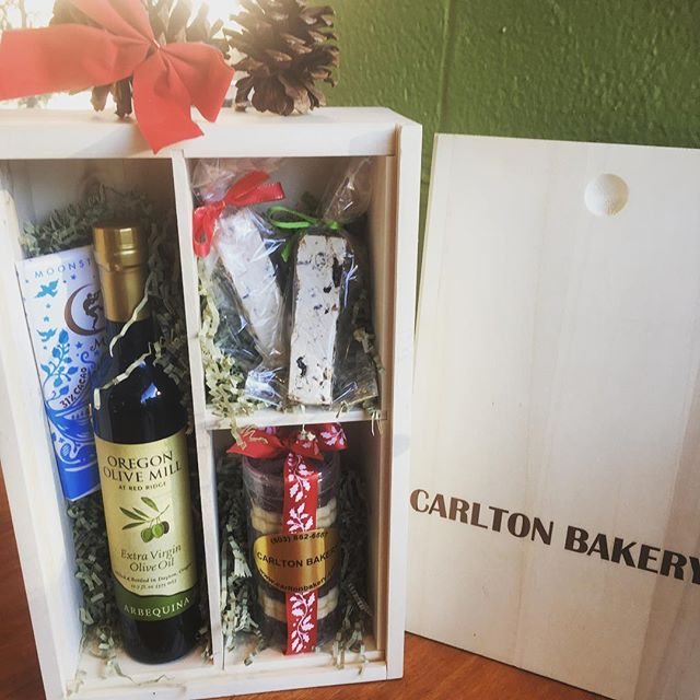 It's that time of year again! 🎄  Carlton Bakery Gift Boxes make the perfect gift for that one person who has everything! Or you can send them to loved ones near and far who need a taste of Carlton! #carltonbakery .. #patisserie #boulangerie #giftboxes #holidaytreats #shortbreadgiftpacks #frenchhoneynougat #moonstruck #stockingstuffers #giftsforall #tasteofcarlton