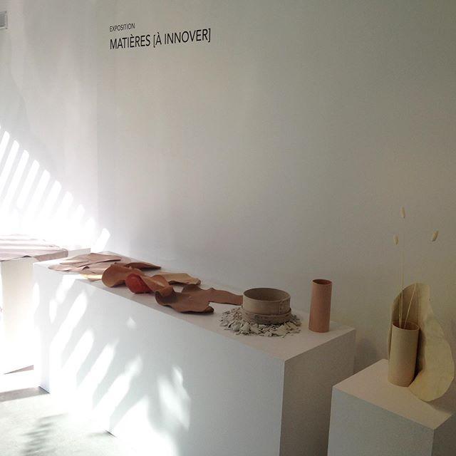 """Heureuse d'avoir collaborée au très beau projet """"Carnations"""" de @studiofoam.fr et merci @lefrenchdesign pour le beau vernissage d'hier soir. . Vous avez jusqu'au 19 juillet pour admirer ces vases de plus près et toucher les matières à la galerie du VIA .120 avenue Ledru Rollin . Lun/Ven 9h30-18h30 . #studiofoam #design #artisanat #contemporain #frenchdesign #upcycling #reutilisation #cuir #porcelaine #vases #VIA"""