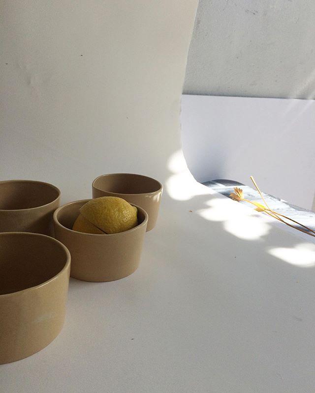 Une Rentrée en photos pour un eshop regonflé à bloc...! Mise à jour fin de semaine 🙌 . #ceramic #ceramiques #ramequin #assiettes #pichets #vases #cuilleres #spoons #plates #cups #craft #contemporarycraft #artisan #artisanat #faitmain #yfna #yfna2019 #☀️