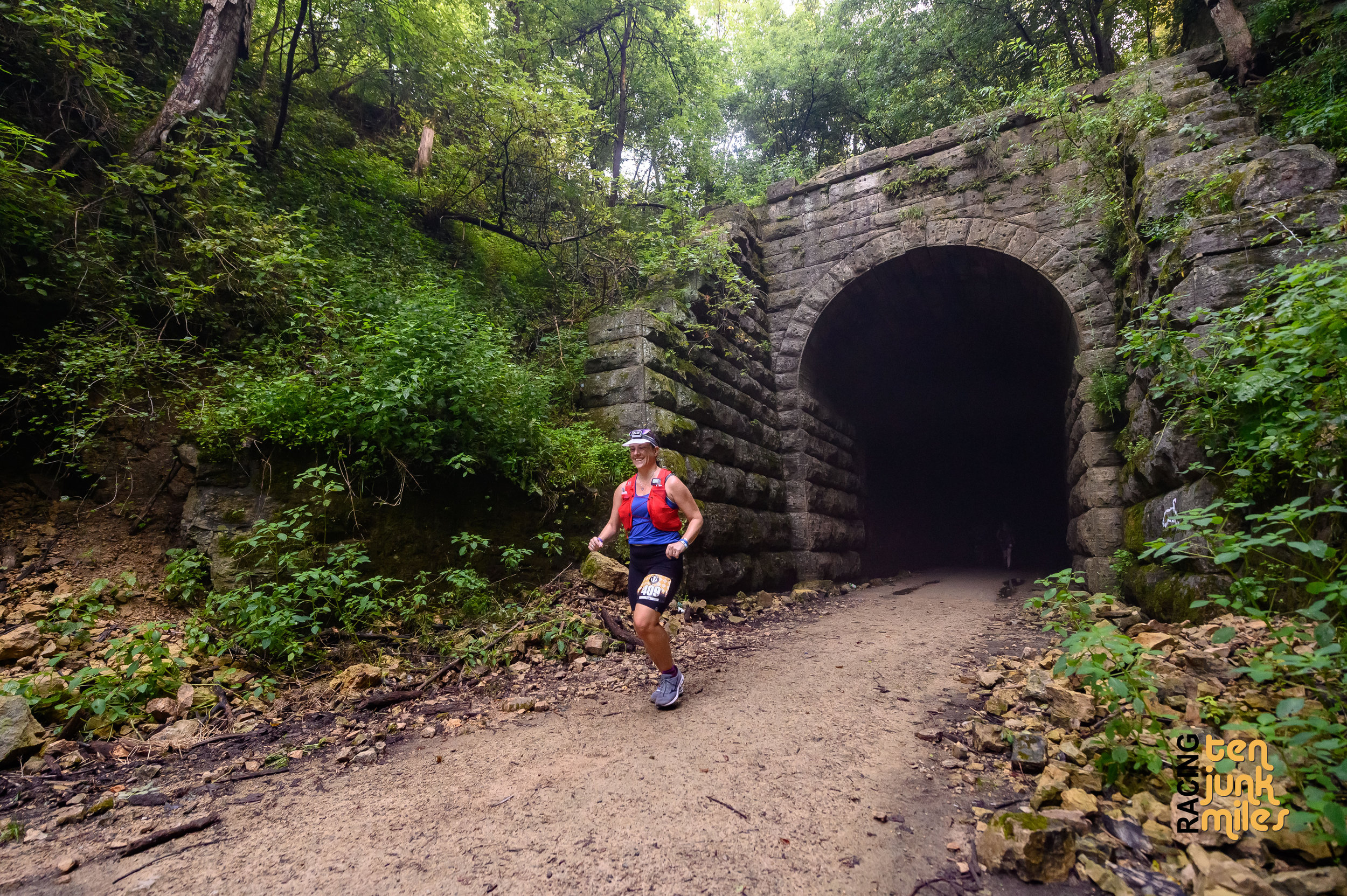 5 miles in, through the tunnel for the first time and headed to aid station 1.