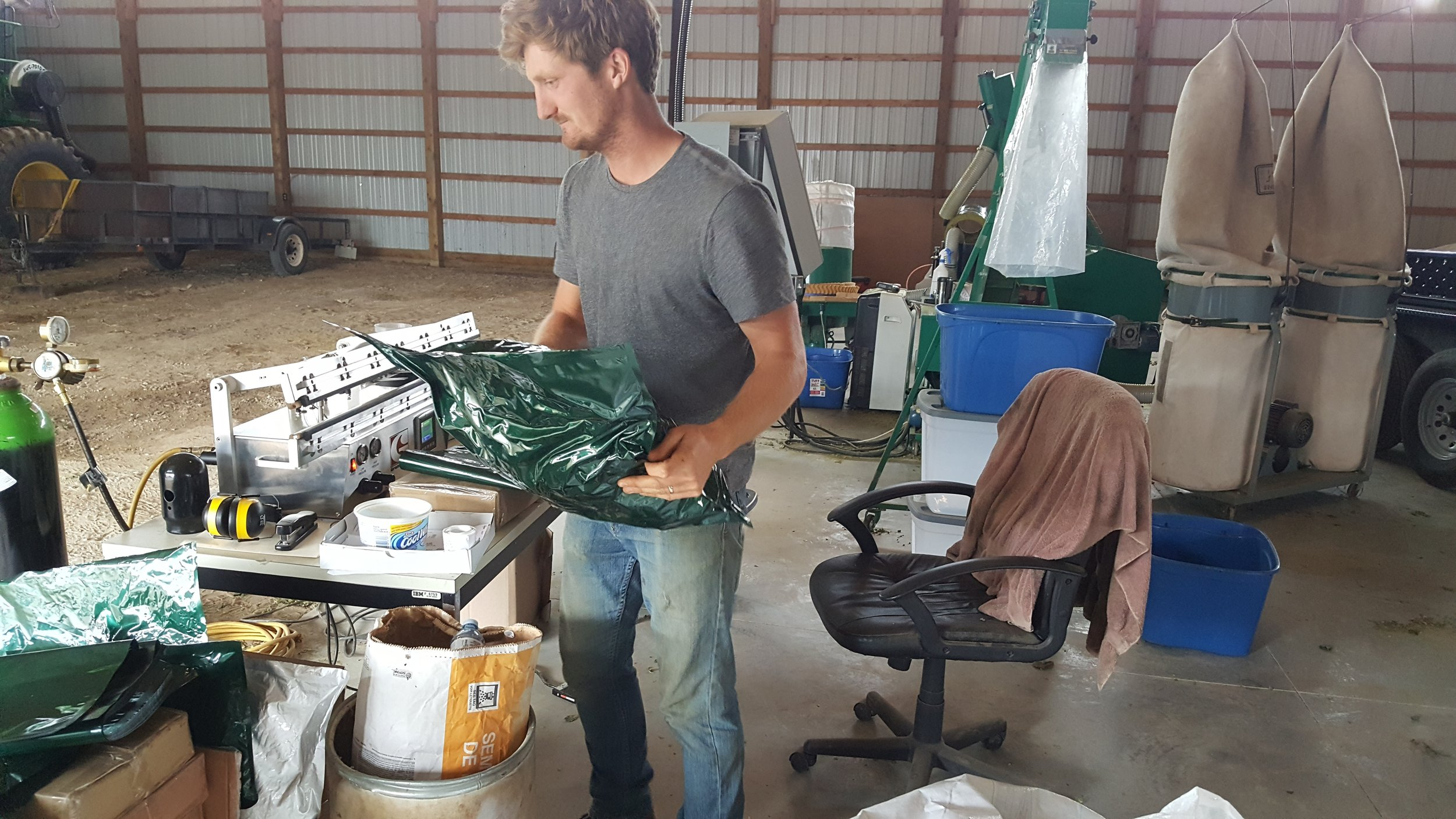 Scott packaging hops in vacuum sealed and nitrogen flushed bags (2017)