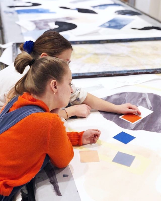 A throwback to January in @statensvaerksteder where we made the textiles for our project TO! We love that print workshop❤️