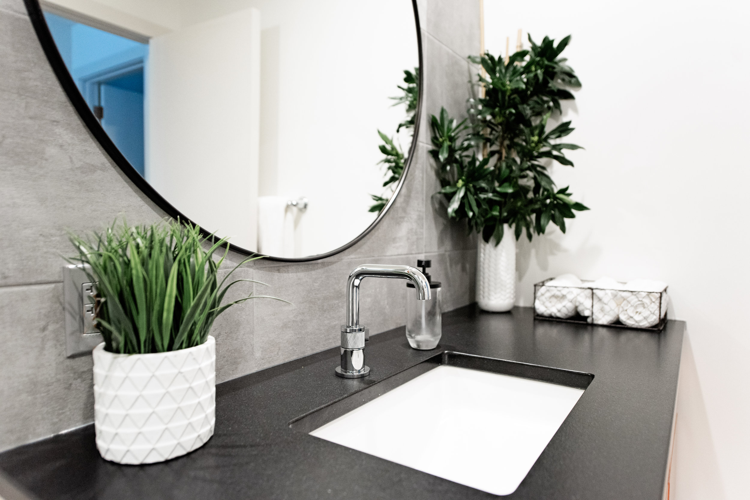 Bathroom 2&3-3.jpg