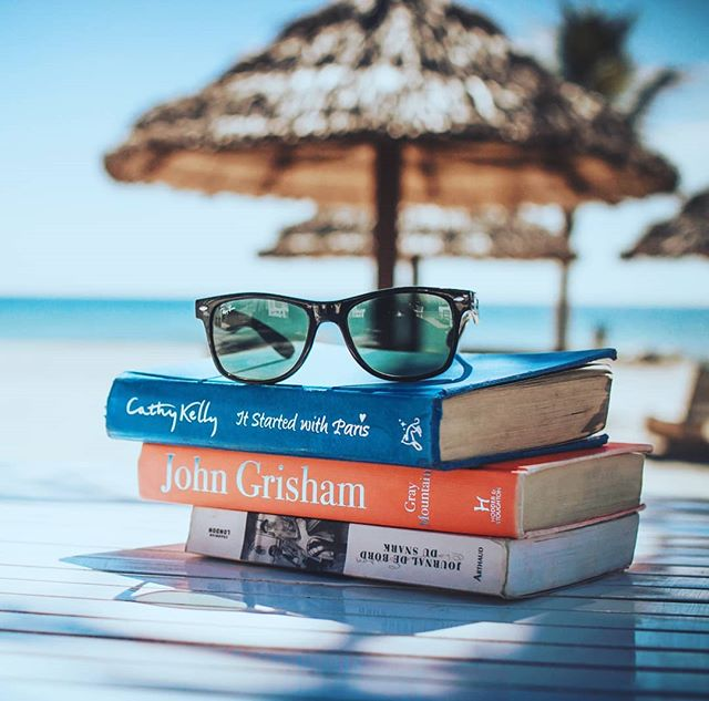 Beach reads are great even when you are at home lazying around on a crisp fall Sunday. What's your favorite beach reach from this summer? Image courtesy of @linkhoang @unsplash #books #summerreads #novels #romance #cathykellyauthor #johngrisham #beach #ocean #vacation #chillax #mybrilliantlifestyle