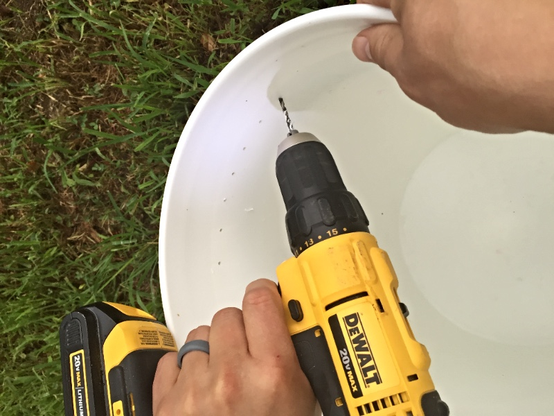 How to make a honey bee feeder