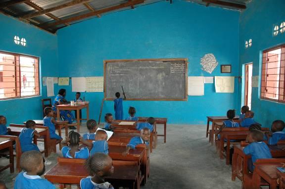 2006SierraLeone-ClassroomPic2.jpg