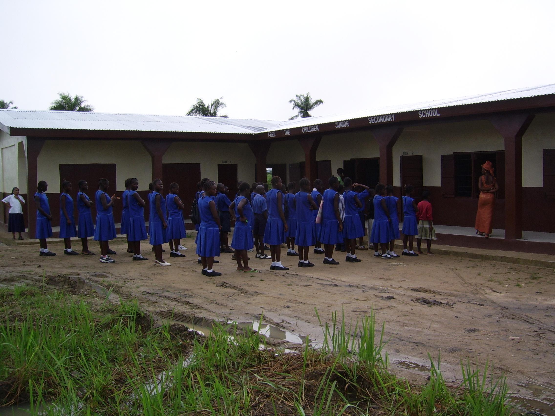 2006-SierraLeone-kidsinfrontofschoolhouse.jpg