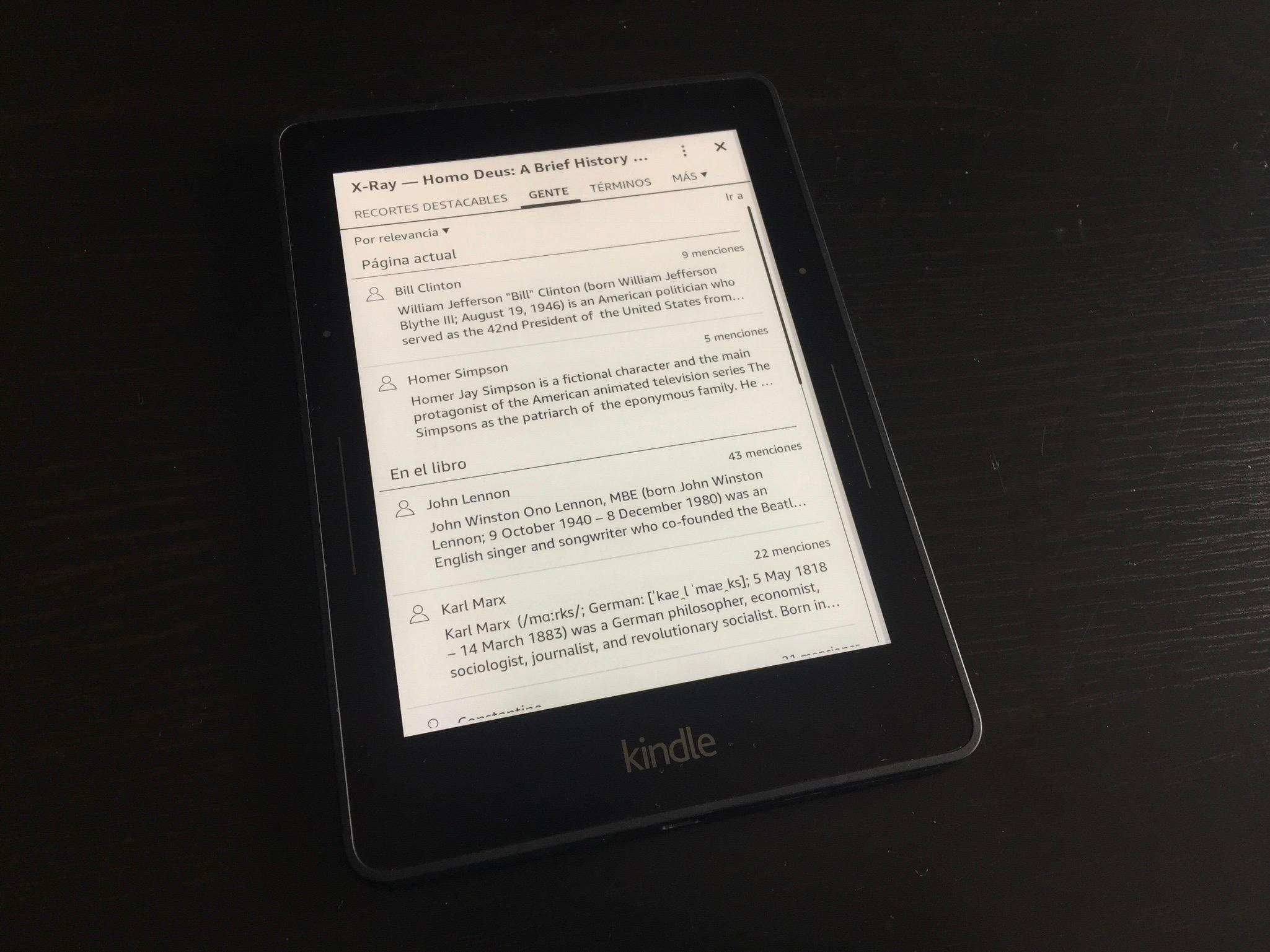 """La función  """"X-Ray""""  del Kindle me gusta mucho: hace resúmenes automáticos de personajes y lugares del libro que estás leyendo."""