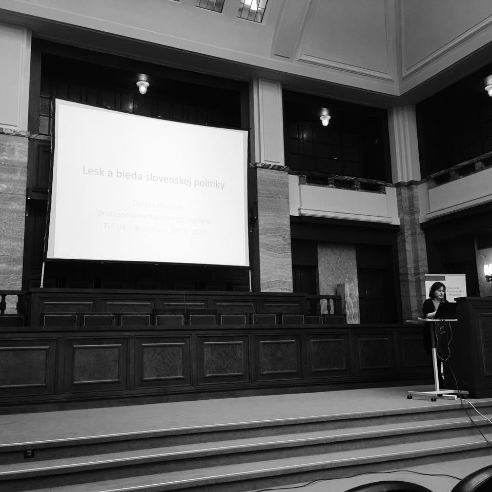 Prednáška D. Malovej o slovenskej politike. Aula UK, máj 2017