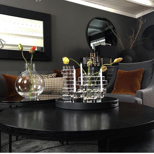 Vi låner dette knallfine bildet fra vår kunde @lillianberget ➰for en fantastisk styling med vaser fra @skrufsglasbruk og @smaelta ✨dette kan du Lillian💫#pallo #vako #vaser #glass #art #glassart #interior #interiores #interiordesign #interieur #interioraccessories #interiores #homeaccessories #homedetails #interiorstyling #interiordetails #tips #tipsshopno #sirkusshopping