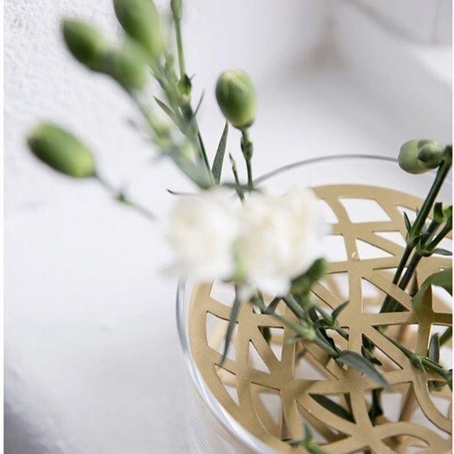 Denne vasen fra @klongintermestic er blitt en moderne klassiker og et ikon man finner i mange hjem 🌼  #nobuhometips #interiør #interiørtips #interiørstyling #nordiskinteriør #nordiskehjem #scandinaviandesign #klong
