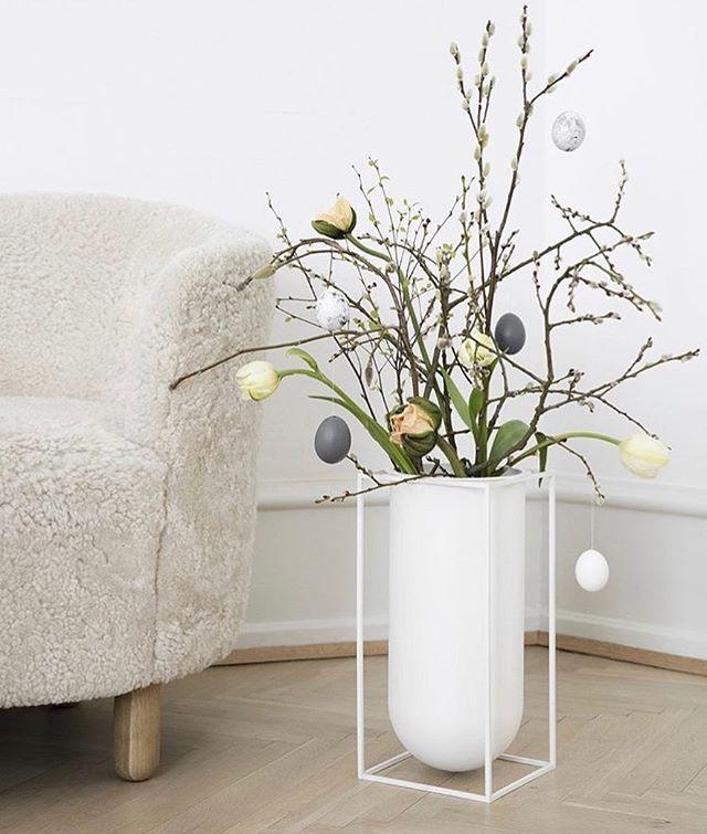 Pynt til påske med denne lekre vasen fra @bylassen 🐥  #nobuhometips #interiør #interiørtips #interiørstyling #nordiskdesign #nordiskehjem  #scandinaviandesign #bylassen