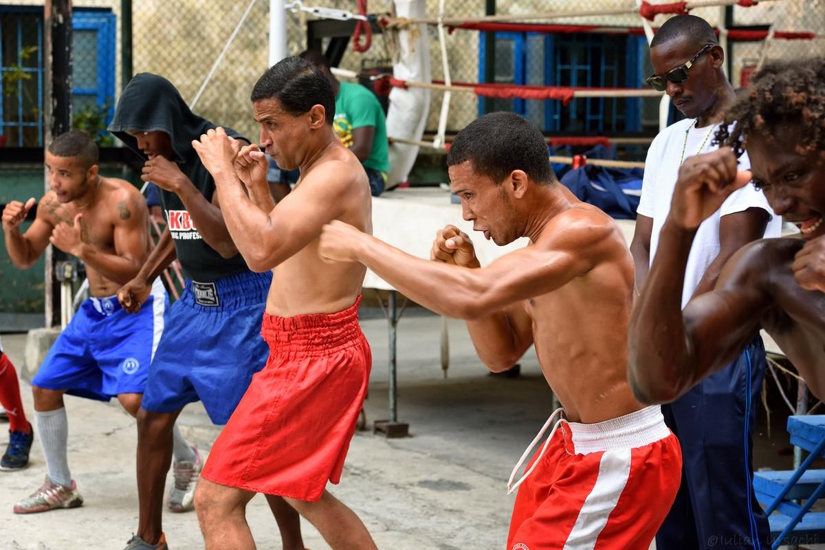 Rafael Trejo boxing school