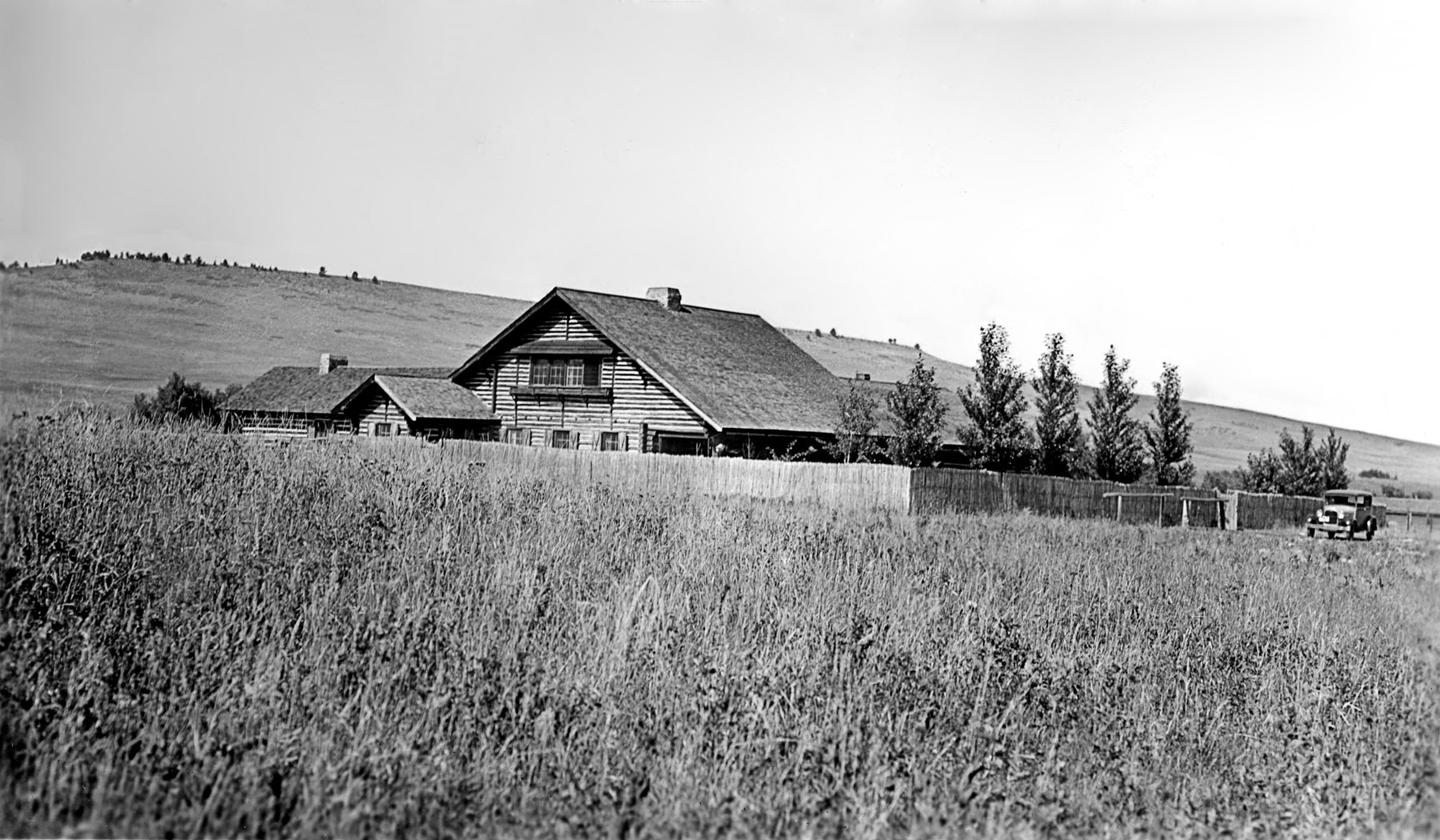 building Summer Cabin 1931.jpg