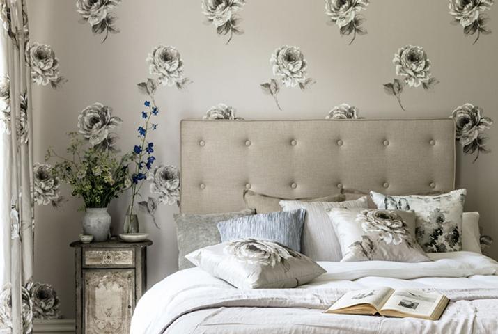 7-Waterperry-Wallpapers-Roses-Bedroom.jpg