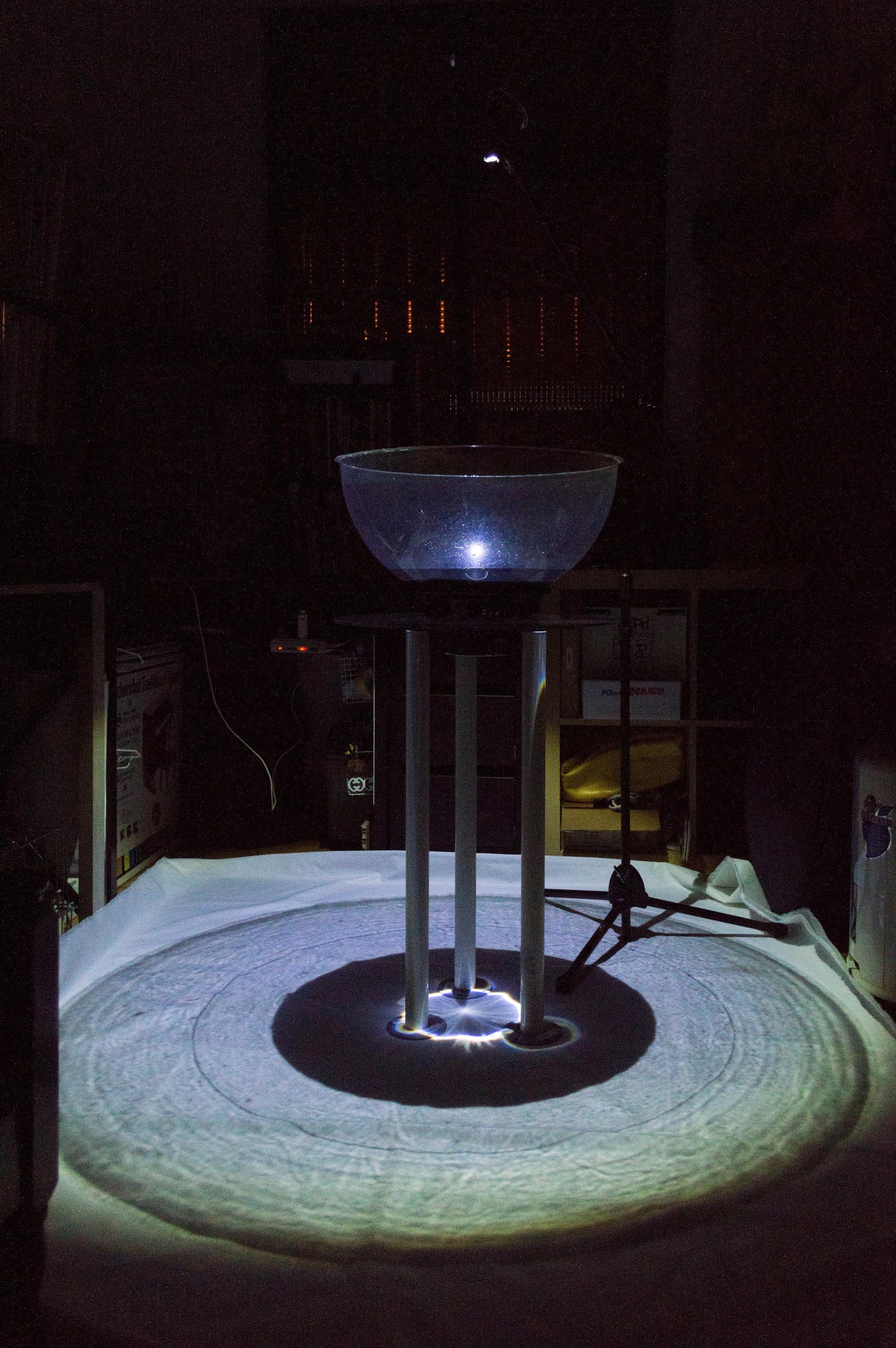 《觸》(2017-) - 以表演性質之裝置體現音樂性是此作品的重點。音流學雖然不是新話題,然而將聲音的細微特質轉化成實物震動,能帶動另一層的感官。這些年我致力於研究聲音和物質間互動的可能:運用聲音振動的物理現象,以裝置的形式來闡述音樂。此外,水波紋有著特殊的質地,並能隨著聲響變形。