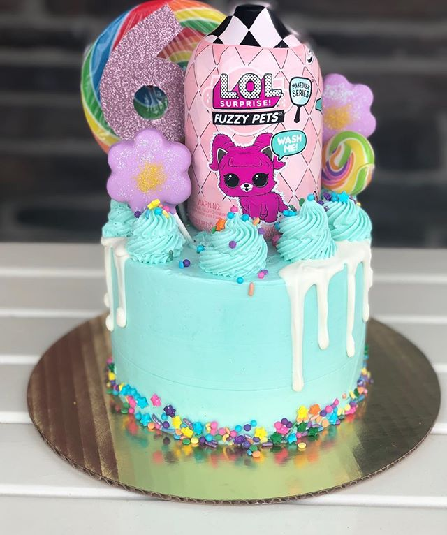 Happy 6th birthday, Mia! I'm thankful to call you my neighbor and that my children get to call you their friend. You're such an amazing kid!  #bakery #blackandjewish #blackownedbusiness #familyowned #mompreneur #momlife #doingwhatilove #cakepops #cake #lol #dripcake #flowers #mn #birthday #birthdaycake #cakesofinstagram