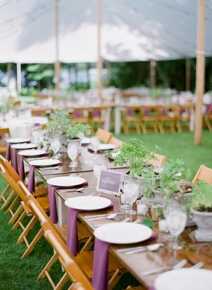 outdoor-wedding-summery-wedding-table-settings.jpg